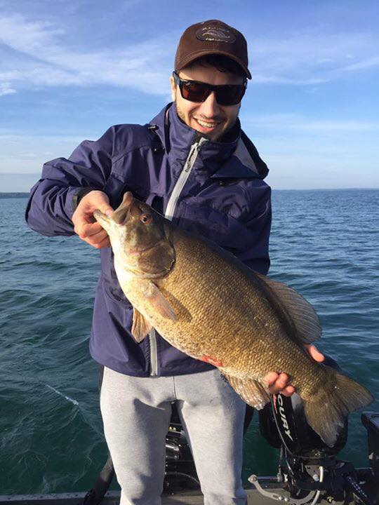 Monster lake erie smallmouth bass ties ny state record for Bassfan